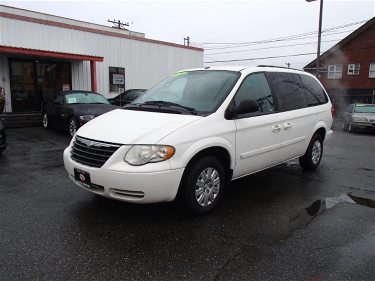 2006 Chrysler Town & Country For Sale