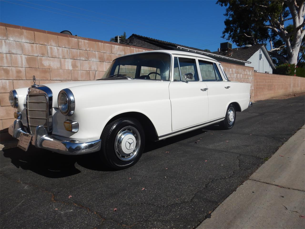 1967 Mercedes-Benz 220 (CC-1095473) for sale in Woodlalnd Hills, California