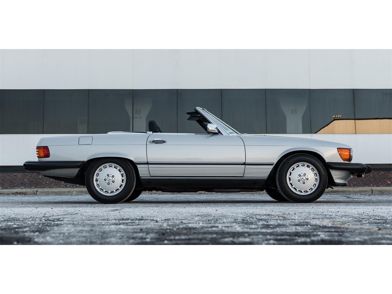 1989 Mercedes-Benz 560SL (CC-1173245) for sale in Pontiac , Michigan
