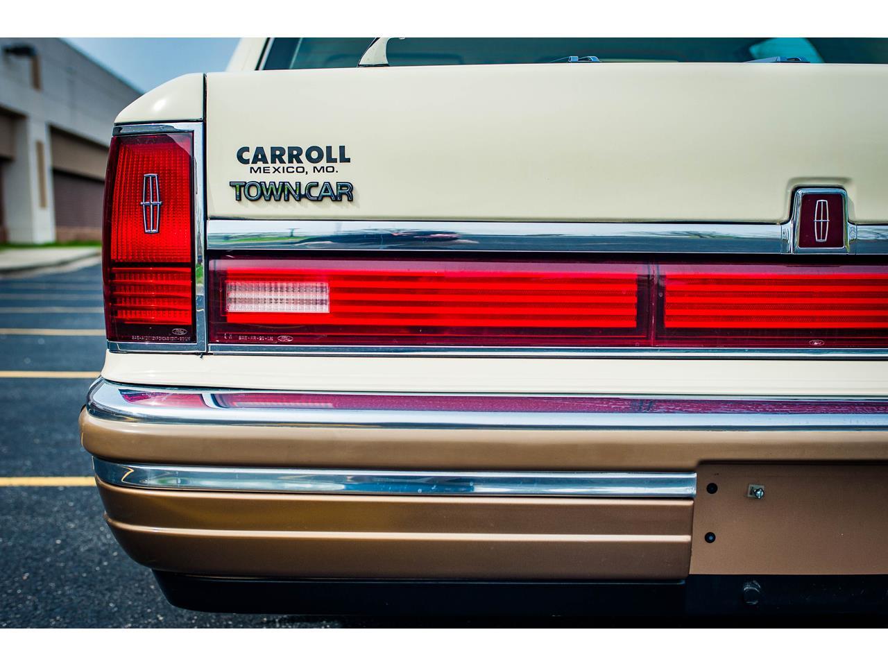 1990 Lincoln Town Car (CC-1227616) for sale in O'Fallon, Illinois