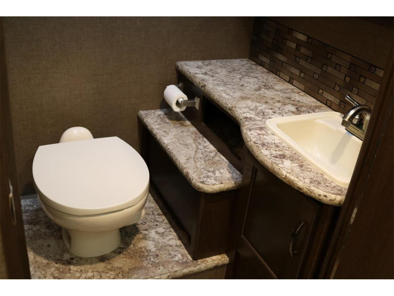 2017 Thor Chateau (CC-1253110) for sale in Conroe, Texas