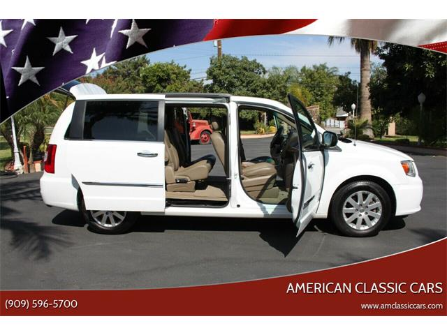 2014 Chrysler Town & Country (CC-1257793) for sale in La Verne, California