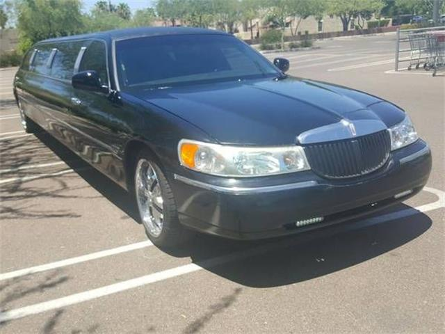 2000 Lincoln Town Car (CC-1295438) for sale in Cadillac, Michigan