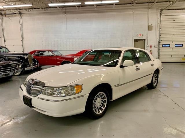 2002 Lincoln Town Car (CC-1297934) for sale in North Royalton, Ohio