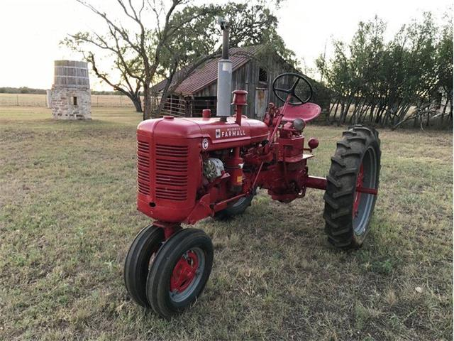 1952 International Tractor (CC-1302673) for sale in Fredericksburg, Texas