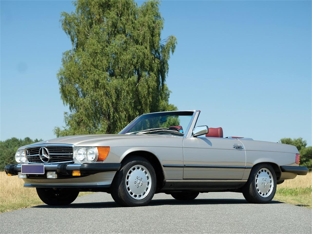 1986 Mercedes-Benz 560SL (CC-1319567) for sale in Essen, Germany