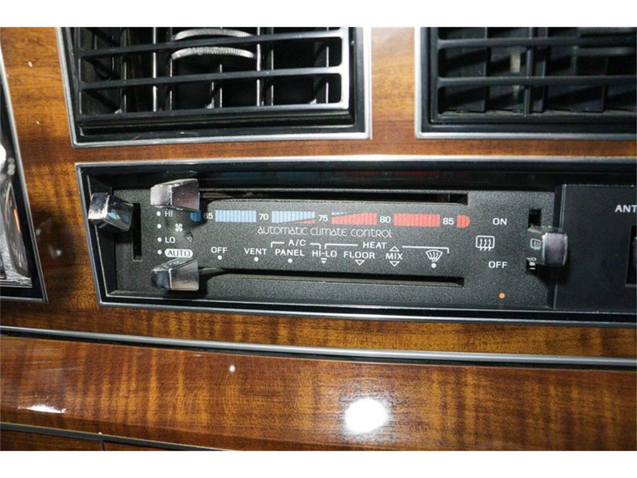 1989 Lincoln Town Car (CC-1327300) for sale in Kentwood, Michigan