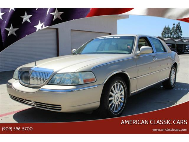 2004 Lincoln Town Car (CC-1337402) for sale in La Verne, California