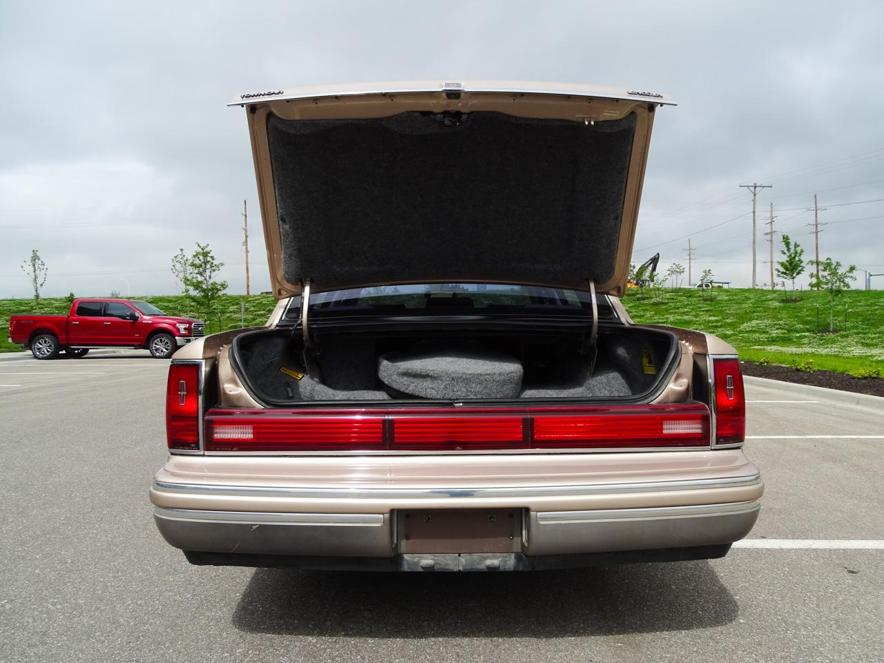 1992 Lincoln Town Car (CC-1341721) for sale in O'Fallon, Illinois