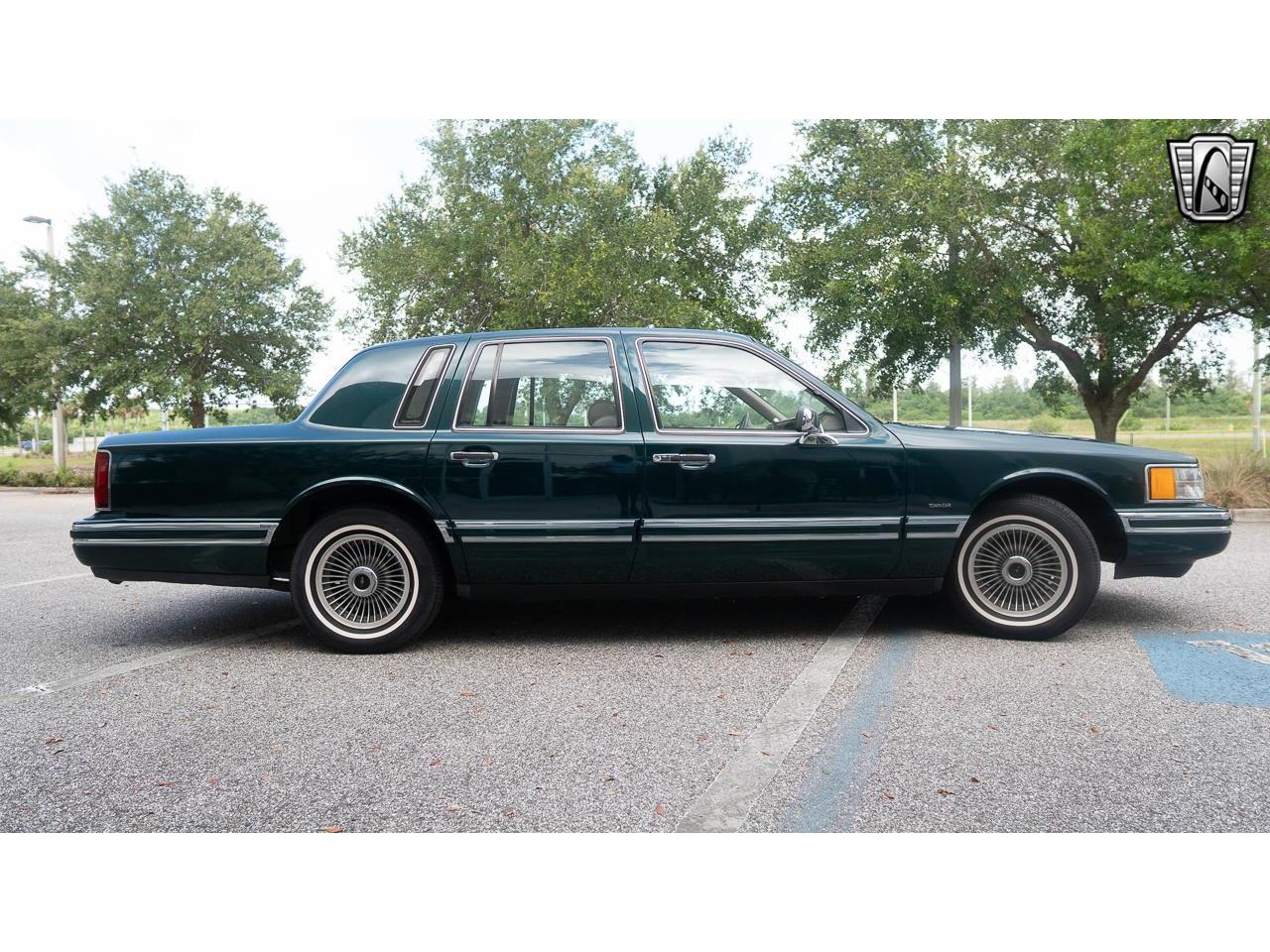 1992 Lincoln Town Car (CC-1351950) for sale in O'Fallon, Illinois