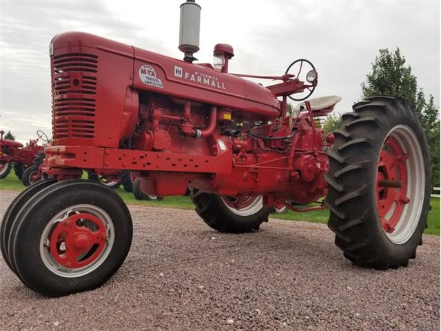 1954 International Tractor (CC-1374065) for sale in Mankato, Minnesota