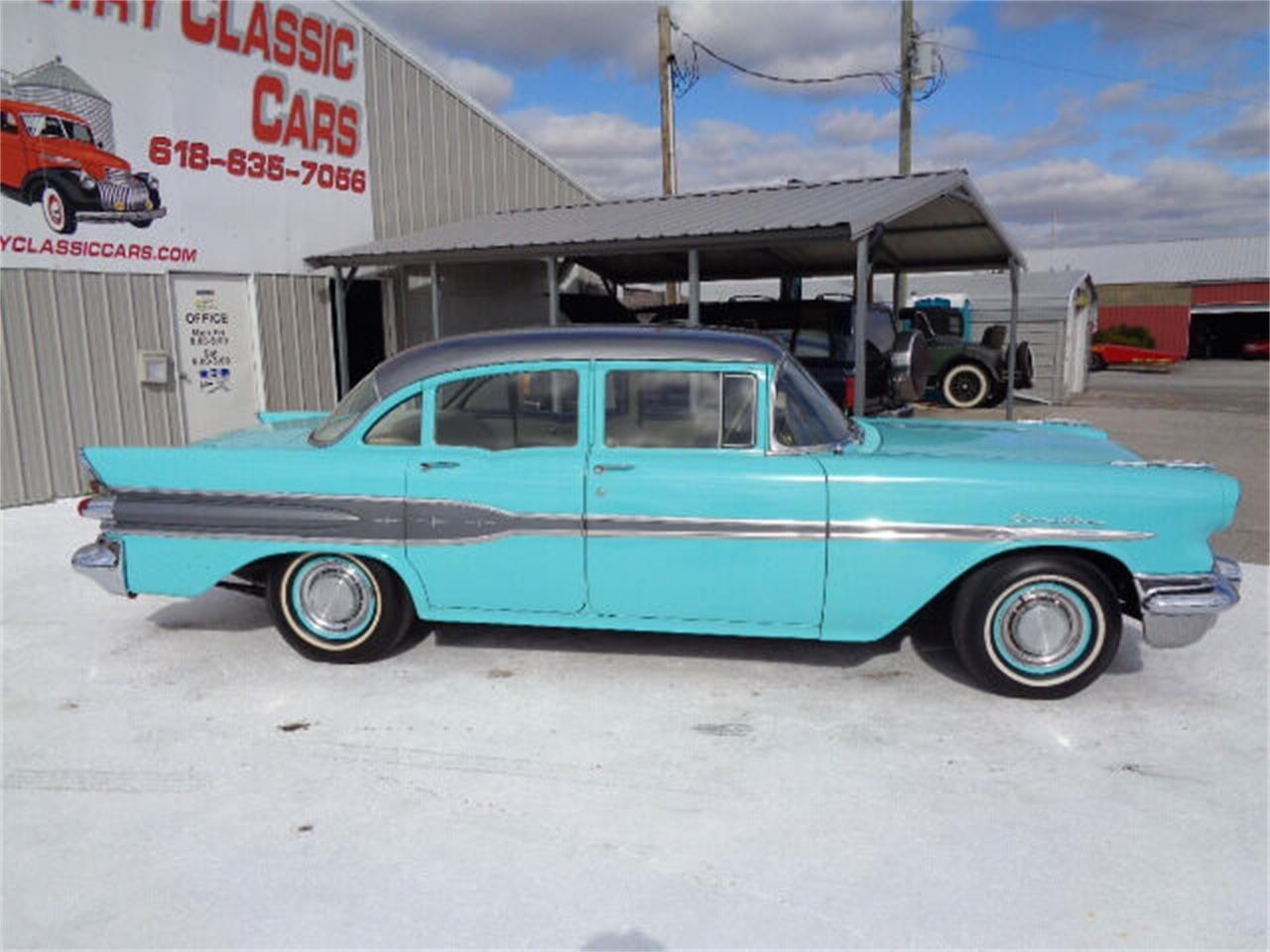 1957 Pontiac Chieftain (CC-1374398) for sale in Staunton, Illinois