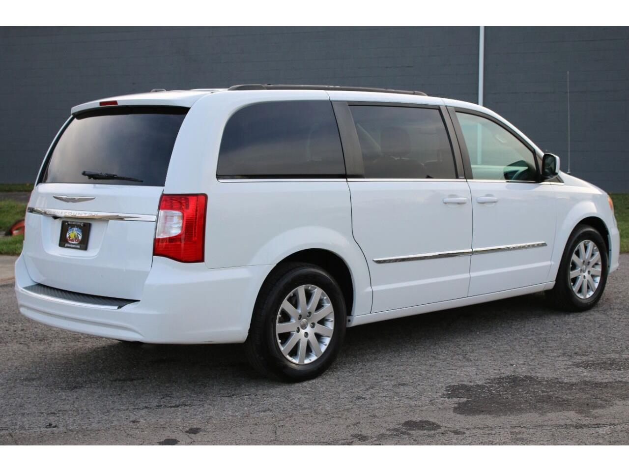 2014 Chrysler Town & Country (CC-1386196) for sale in Hilton, New York