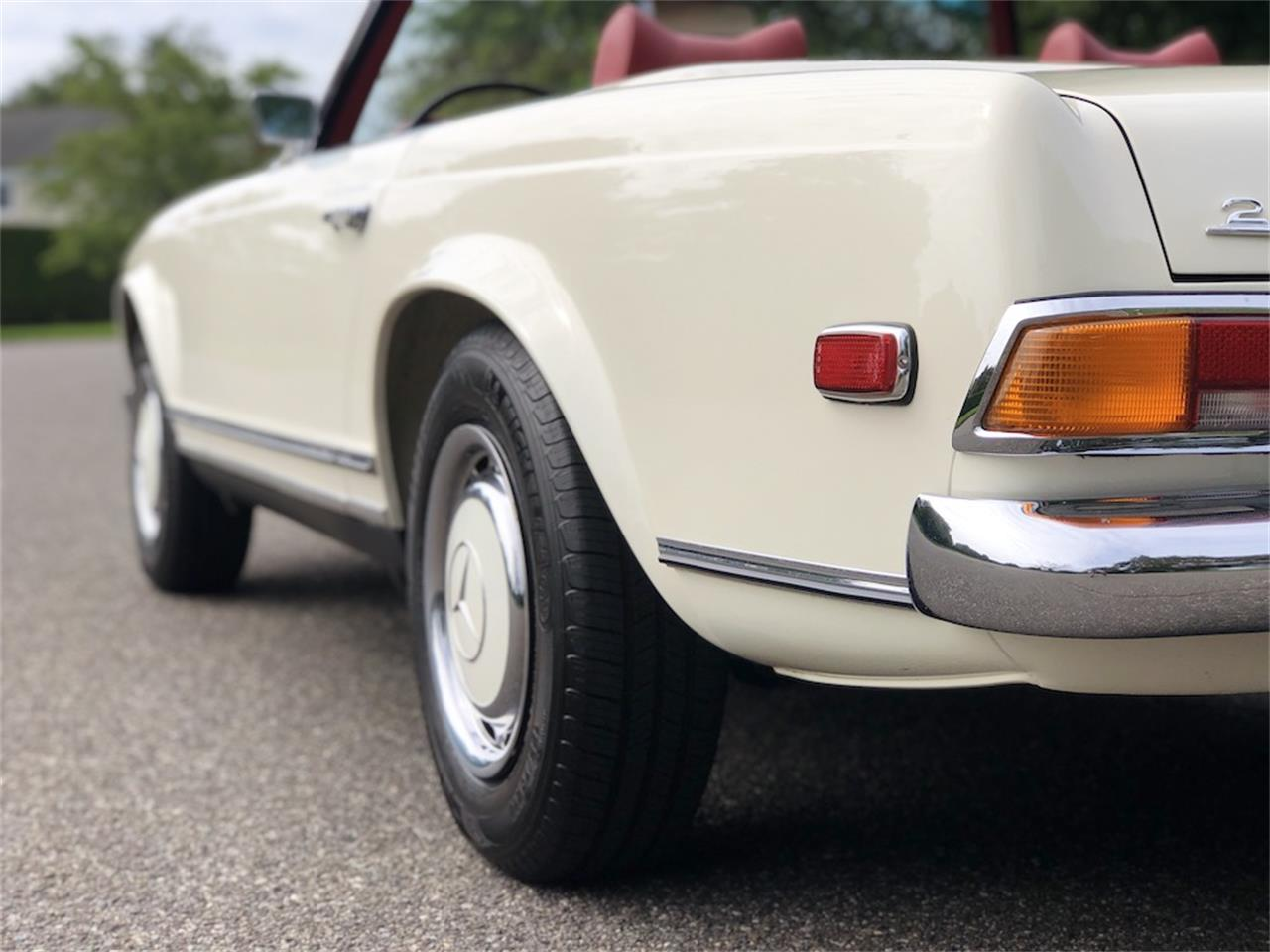 1971 Mercedes-Benz 280SL (CC-1386557) for sale in SOUTHAMPTON, New York