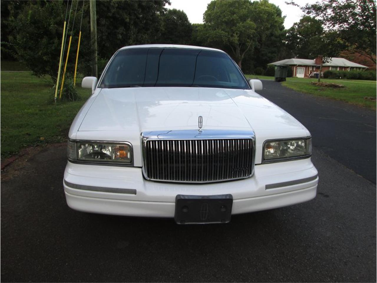 1995 Lincoln Town Car (CC-1393852) for sale in Greensboro, North Carolina