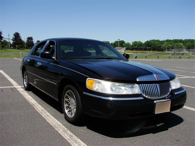 2000 Lincoln Town Car (CC-1415019) for sale in VERNON-ROCKVILLE, Connecticut