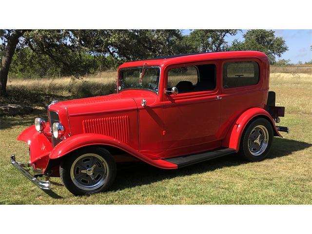 1932 Ford 2-Dr Sedan