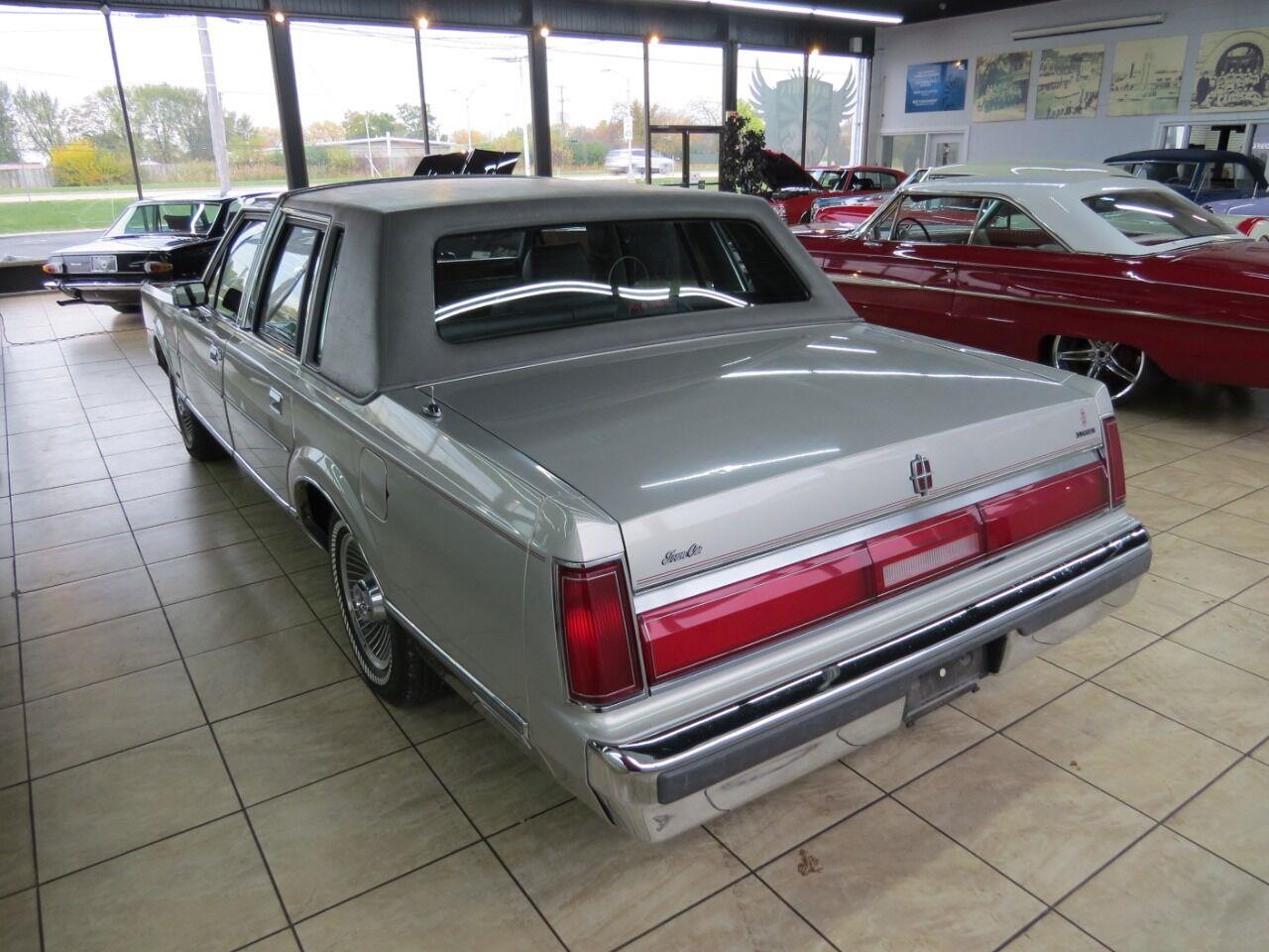 1986 Lincoln Town Car (CC-1416233) for sale in St. Charles, Illinois