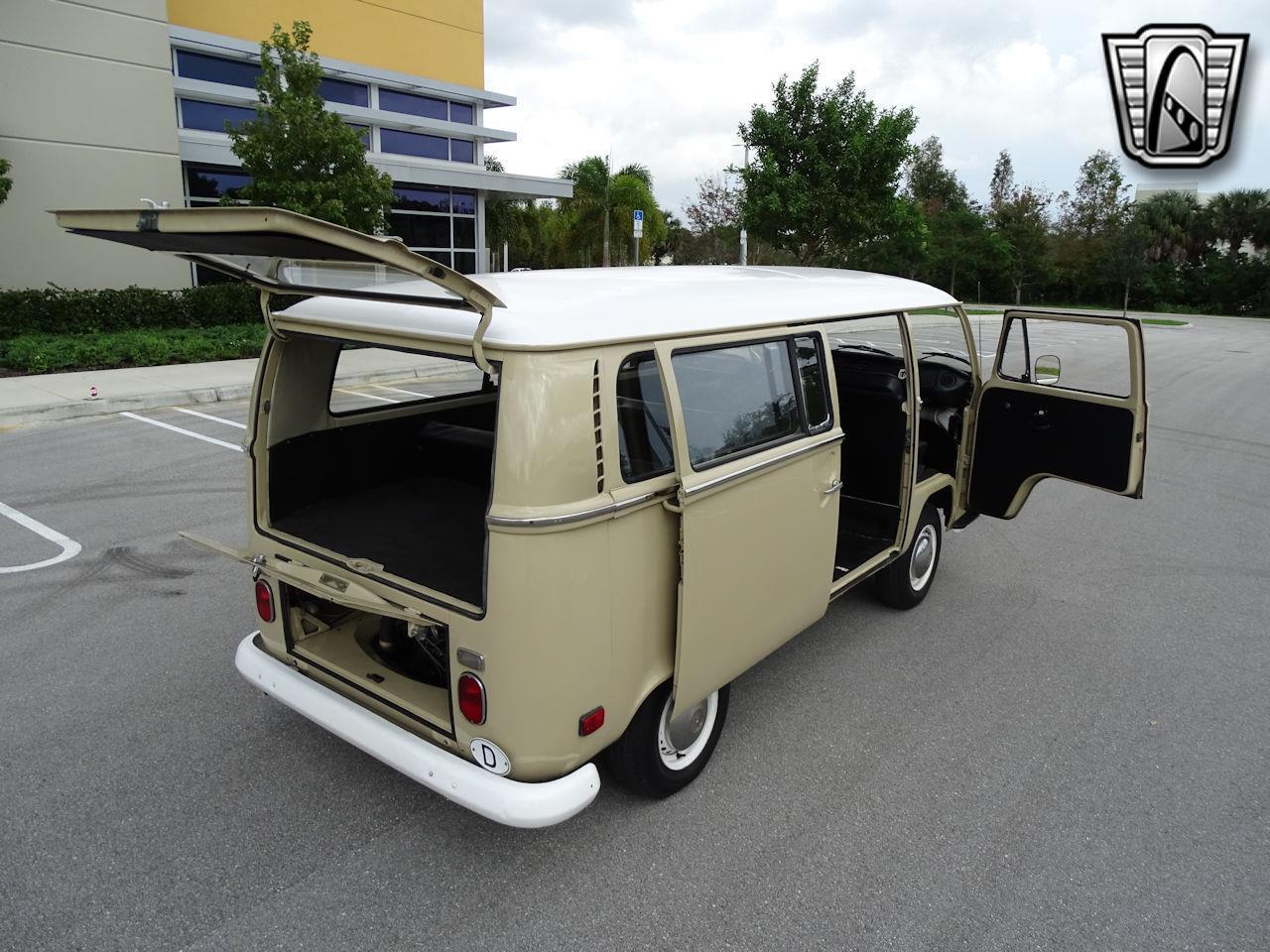 1971 Volkswagen Transporter (CC-1421914) for sale in O'Fallon, Illinois