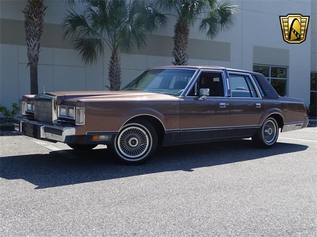 1988 Lincoln Town Car (CC-1428924) for sale in O'Fallon, Illinois