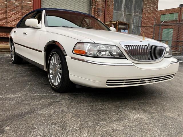2003 Lincoln Town Car (CC-1434389) for sale in Saint Charles, Missouri