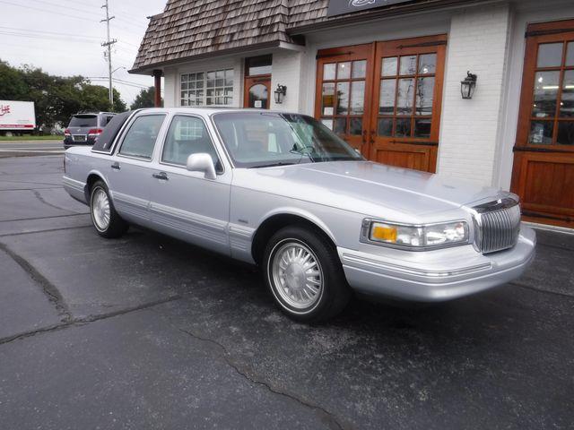 1996 Lincoln Town Car (CC-1467342) for sale in Carlisle, Pennsylvania