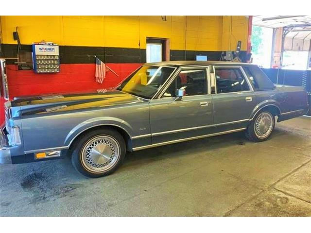 1988 Lincoln Town Car (CC-1521515) for sale in Lake Hiawatha, New Jersey