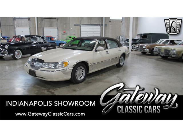 2002 Lincoln Town Car (CC-1521970) for sale in O'Fallon, Illinois